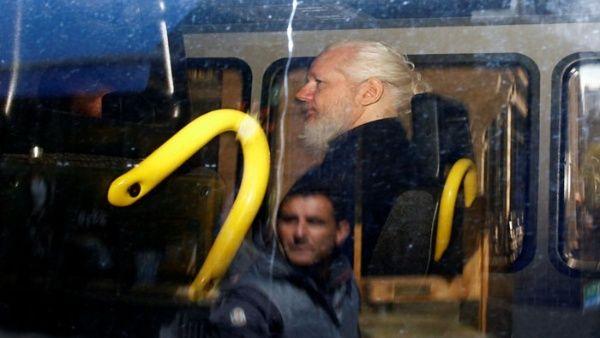 Detienen a un colaborador de Assange cuando intentaba salir de Ecuador