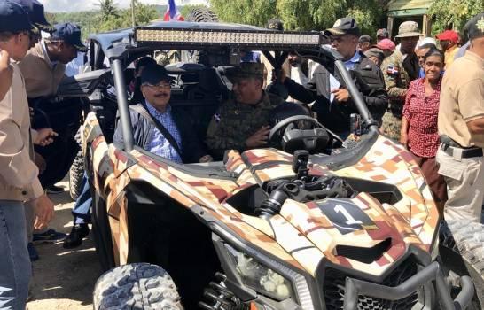 LA DESCUBIERTA: Presidente Medina recorre la frontera en vehículo militar