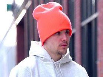 Los fans le hacen duros reclamos a Justin Bieber luego de la broma del embarazo de Hailey Baldwin