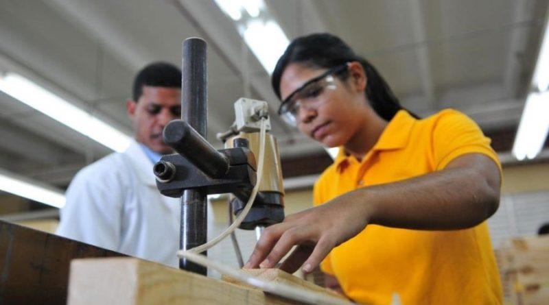 """Educa: el 20% de los jóvenes dominicanos """"sin"""" trabajar y """"sin"""" estudiar"""