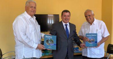 Leonel Fernández comparte su visión de futuro en infraestructura con expresidentes de Colombia y Panamá.