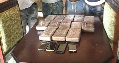 APRESADOS :Apresan cuatro hombres y decomisan 13 paquetes presumiblemente cocaína