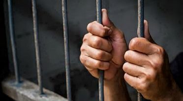 ATENCIÓN :Detienen mujer que supuestamente extorsionaba a usuario en redes sociales