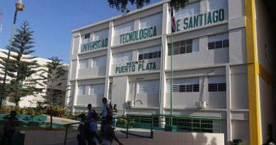 ATENCIÓN :Estudiantes de UTESA denuncian cobros excesivos y restricciones para investidura