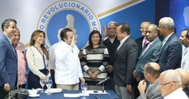 ATENCIÓN :PRM juramenta presidente Mipyme del PRD y dirigente del PLD