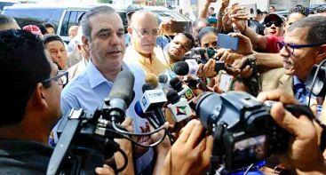 """Abinader: """"Si autoridades regularan y supervisaran obras, evitarían tragedias como la de Santiago"""""""