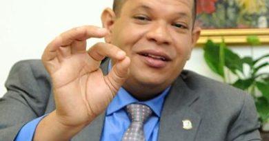 Carlos Guzmán anuncia aspiraciones a la alcaldía de Santo Domingo Norte
