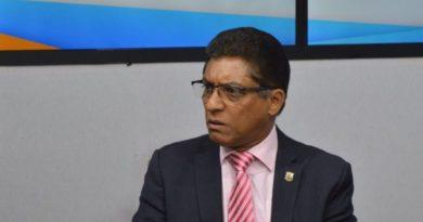 Diputado de ultramar Marcos Cross asegura usan recursos del Estado en aprestos reeleccionistas
