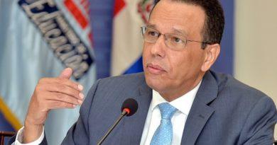 Ministro Educación admite falta vigilancia en escuelas para evitar violencia