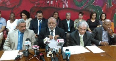 Firman acuerdo que pone fin al conflicto entre médicos y clínicas con ARS Humano
