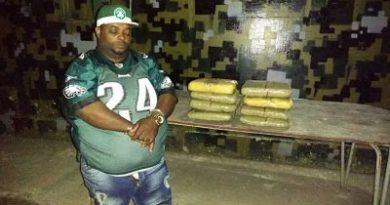 Guardias apresan hombre en Las Matas de Farfán con 8 pacas de marihuana