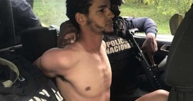 LO ATRAPARON : Arrestan expolicía prófugo tras la muerte ex pareja una menor en La Vega