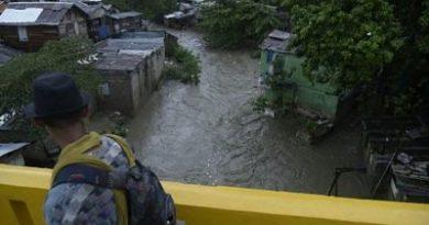 Lluvias inundan calles y barrios de santiago, otra vez