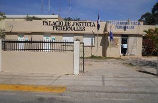 Mandan a prisión por dos meses estudiante apuñaló a otro en Pedernales