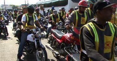 Motoconchistas protestan por motor Uber en Santiago