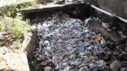 Plásticos inundan cañada en Puerto Plata