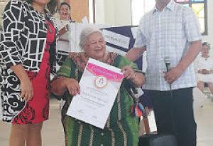 Red de Contadoras Dominicanas RCD reconoce labor de contadora al cumplir 90 años de edad