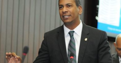Diputado Demóstenes Martínez aclara que proyecto de su autoría no solicita cambiar el nombre de Manolo Tavárez por Juan de los Santos a carretera de San José de Las Matas