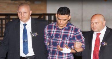 Ex novia de pandillero trinitario afirmó al jurado que él la presionó para que mintiera a la policía sobre herida en una mano