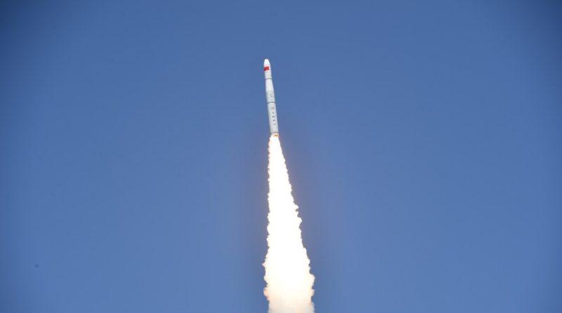 China lanza con éxito un cohete desde una plataforma marítima por primera vez