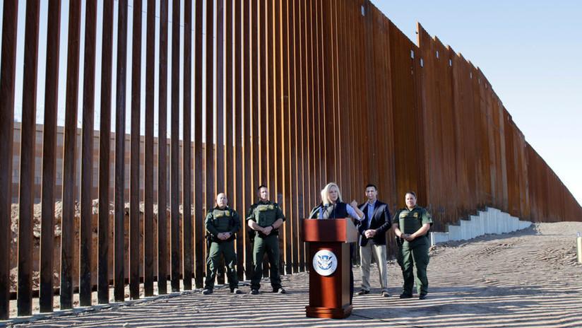 """Militares de EE.UU. pasarán un mes pintando las barreras fronterizas para """"mejorar su apariencia estética"""""""