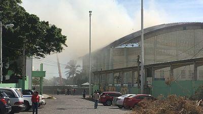ATENCION:Fuego afecta Palacio de los Deportes