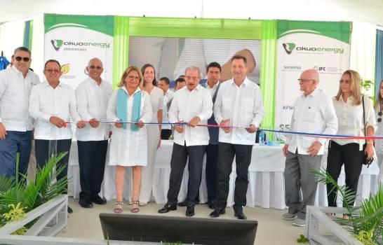 Presidente Medina inaugura en Montecristi parque eólico aportará 50 megas