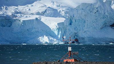 Descubren una estructura geológica antigua oculta que afecta a la barrera de hielo más grande del mundo.