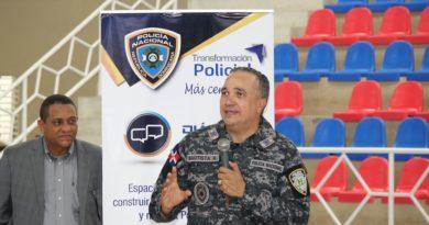 Policía Nacional realiza diálogo con la comunidad en Nagua