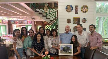 Embajadora de EE.UU comparte día de campo con Hipólito Mejía y su familia