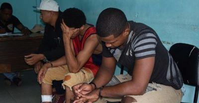 Jóvenes raptaron empleada Banreservas le piden perdón «estaban pasa´o de droga»