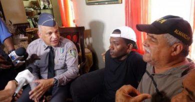 Acusado ataque a tiros mayor de la Policía se entrega y dice lo matarán