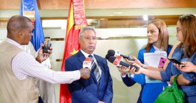 Ministro Santana rompe con línea pro-reelección
