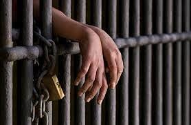 Mandan a prisión jovencita se auto secuestró para sacar dinero a padres