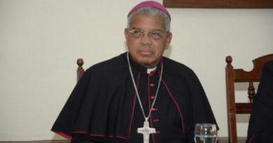 """Monseñor Ozoria contra """"imposición"""" de política de género en las escuelas de RD"""