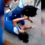 PN apresa dos muchachas por pelear en escuela de Las Matas de Farfán