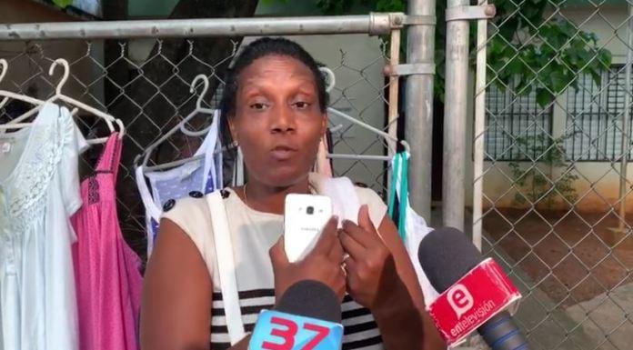 """Madre de """"La Falacia"""" dice que fue maltratada por la policía; denuncia plan para matar a su hijo"""