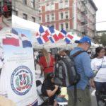 Cientos acuden a kiosco del consulado en Carnaval del Boulevard en busca de informaciones