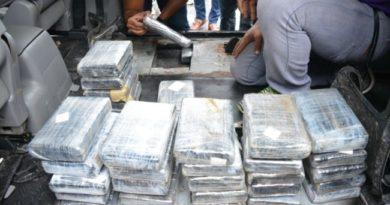 La DNCD ocupa 91 kilos de cocaína en van circulaba por la provincia Duarte