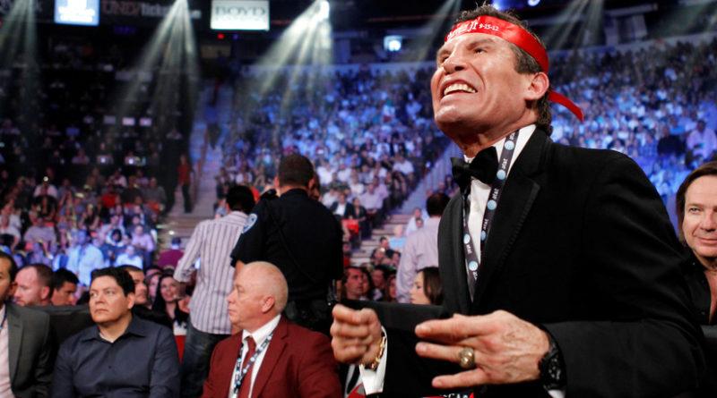 Al leyenda del boxeo mexicano Julio César Chávez le ponen una pistola en la cabeza para robarle su reloj