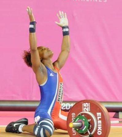 Beatriz Pirón gana primera medalla de oro en levantamiento de pesas