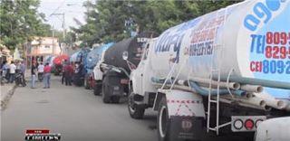 Chóferes de camiones de agua denuncian no le permiten abastecerse del acueducto