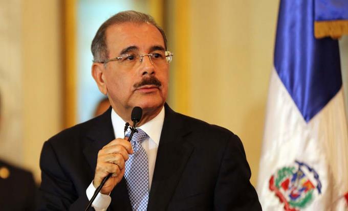 Continúa reunión entre Danilo Medina y presidente del Senado