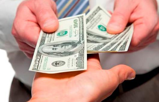Economista afirma que existe un mercado paralelo tipo de cambio
