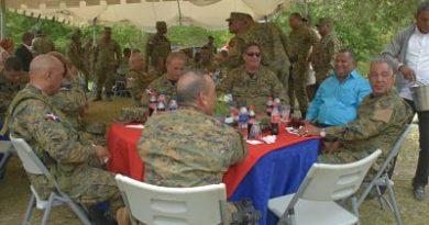Ejército Dominicano celebra día de los padres en zona fronteriza