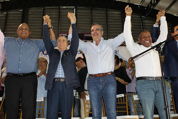 Manuel Jiménez recibe apoyo de Adán Peguero y su equipo