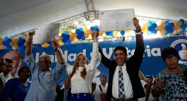 Pastor Dío Astacio y Katy Báez inscriben juntos precandidaturas a la Alcaldía de SDE