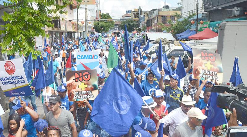 ATENCIÓN: Cientos marchan contra corrupción y posible reforma