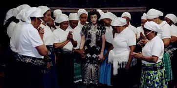Madonna baila con batukadeiras de la costa de Lisboa en el vídeo de 'Batuka'