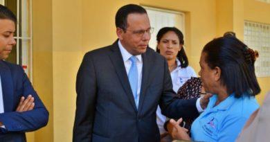 Ministro de Educación dice que ningún niño o adolescente puede quedar fuera del aula